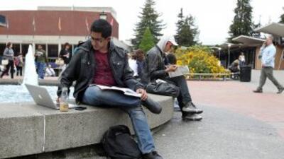 Las tasas de interés de préstamos estudiantiles se incrementen de 3.4% a...