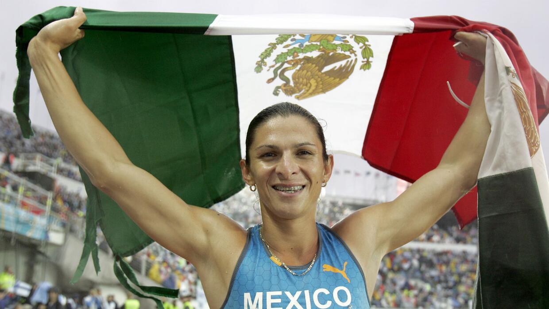 Ana Guevara ganó tres medallas de campeonato mundial.