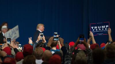 Donald Trump en un evento de campaña en Geneva, Ohio, el 27 de octubre d...