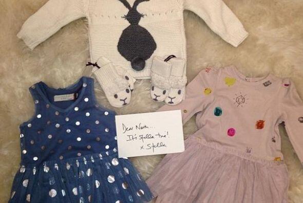 Más vestidos para la pequeña Nori, ¡claro!, tiene que ser muy coqueta co...