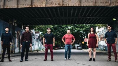 Quinto Imperio, grupo de inmigrantes mexicanos de Chicago que alienta co...