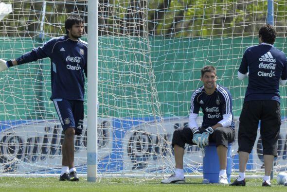 Los porteros Romero, Andujar y Orión se disputan la plaza de titular, qu...