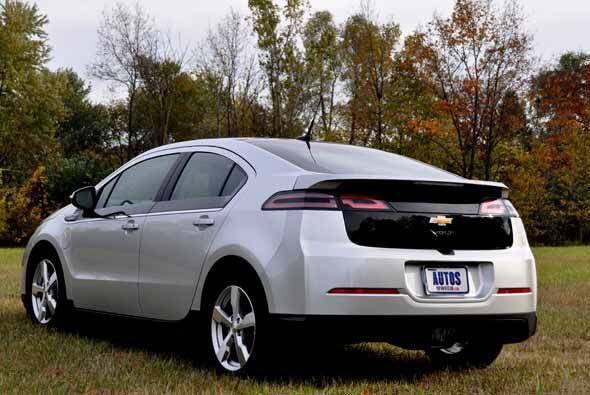 Además de su atractivo diseño, el Chevy Volt 2011 está cargado de la tec...