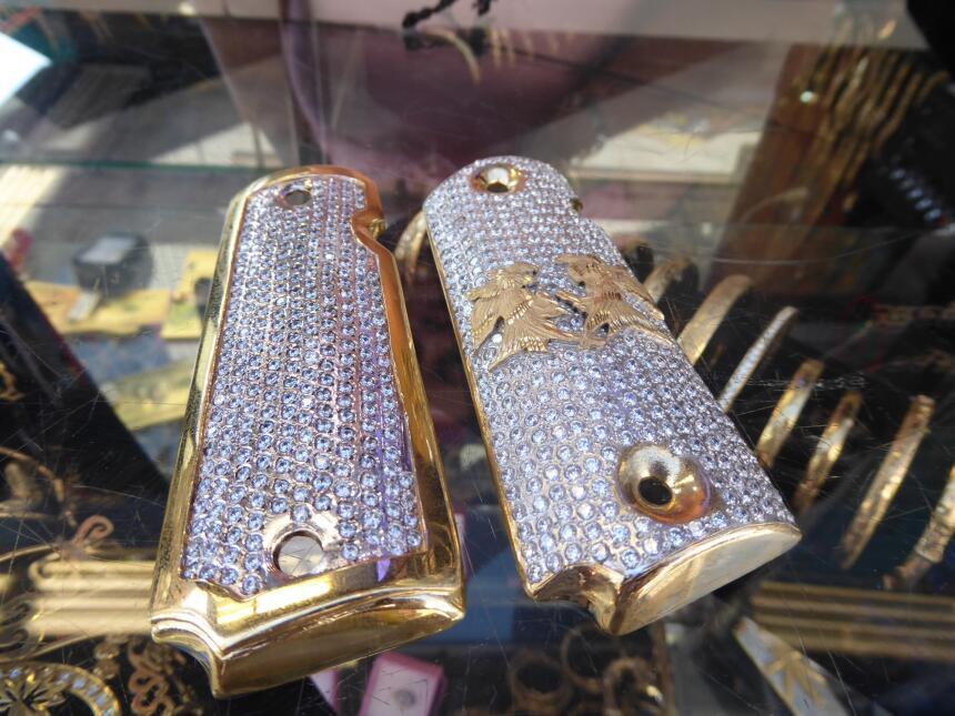 Ahora las cachas de oro y plata son parte de la colección de artículos r...