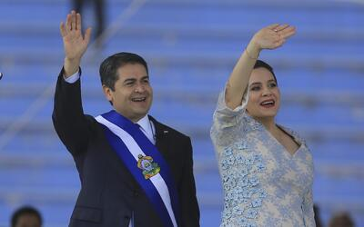 El presidente Juan Orlando Hernández y la primera dama Ana Garc&i...