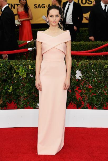 Felicity Jones, nominada por 'The Theory of Everything', con un tono ros...