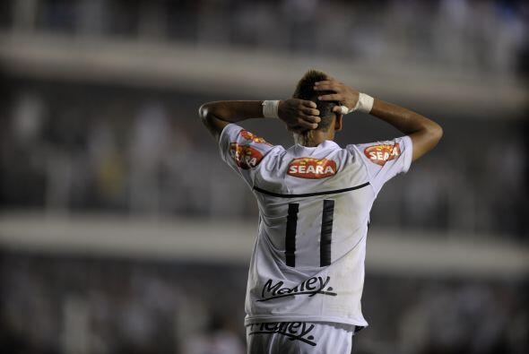 Ese con el 11 en la espalda se llama Neymar, es la nueva aparición en el...