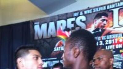 Mares y Agbeko en peso para su combate a 12 asaltos por el título gallo...