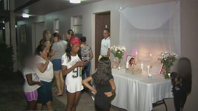 Recuerdan con una vigilia a las niñas fallecidas en un incendio en un apartamento de Pompano Beach