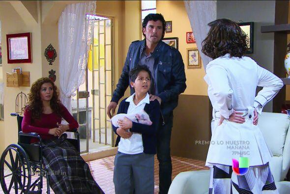 Pero tu farsa está a punto de caer. Armando, Araceli y Nandito descubrir...