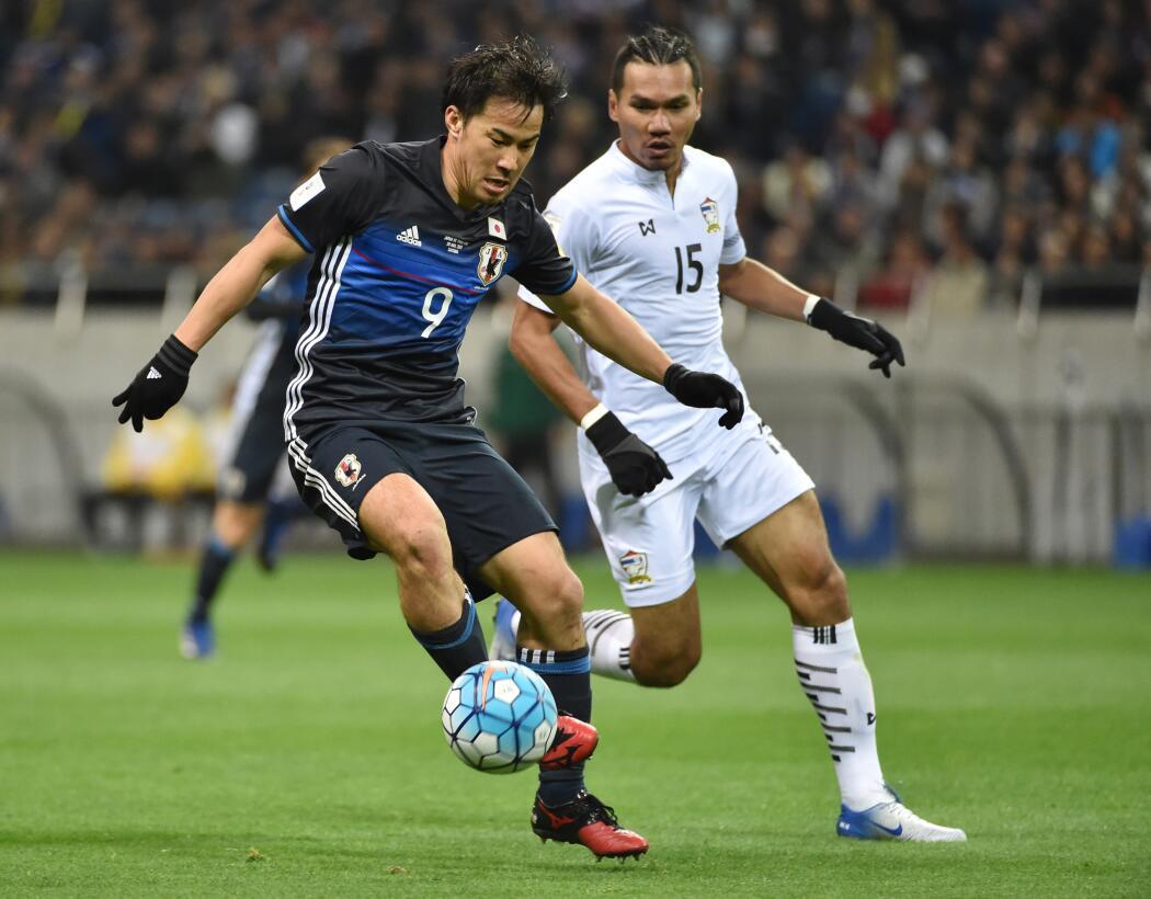 Grupo H. Shinji Okazaki (Japón) - el delantero del Leicester City lleva...