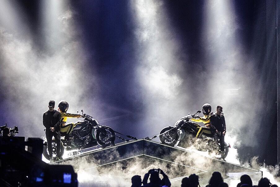 Yandel autos y motos en premio lo nuestro 2018