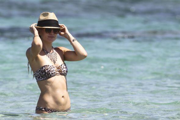 Y luce muy relajada y tranquila...¡es que Ibiza, es Ibiza!Mira aquí los...