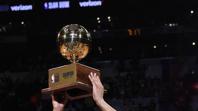 Donovan Mitchel es el rey de las clavadas en la NBA