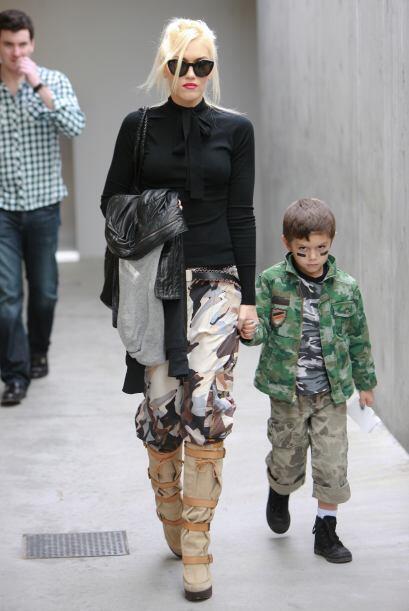 Gwen es tan 'glam' que incluso tiene maneras ingeniosas de lucir 'chic'...