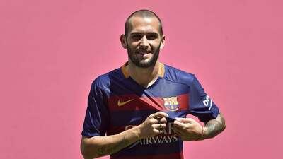 Aleix Vidal fue presentado como nuevo jugador del Barcelona GettyImages-...