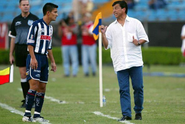 Como entrenador, Pasarella llegó al futbol mexicano  en 2002 para...