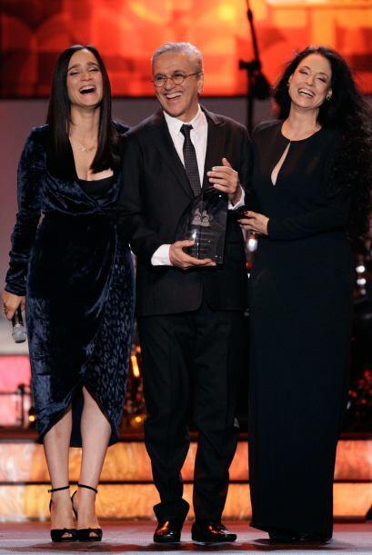 Muy bien acompañado por Julieta Venegas y Sonia Braga.