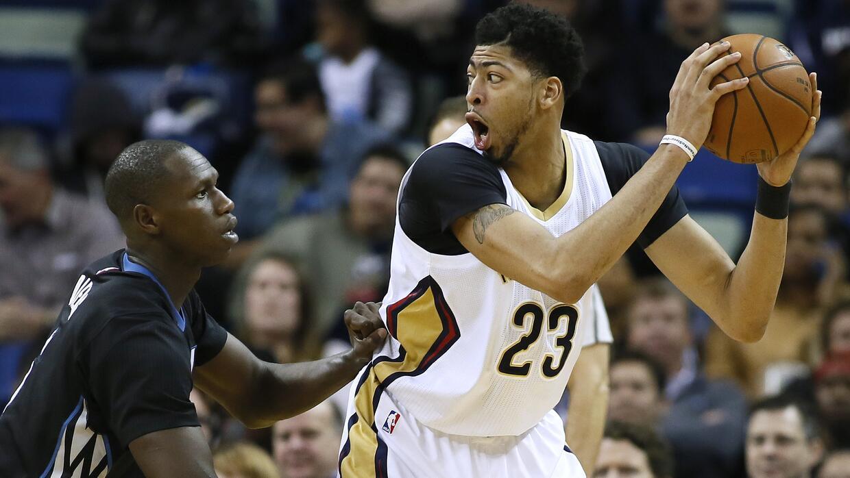 Anthony Davis, alero de los Pelicans de Nueva Orleáns, busca a quién env...