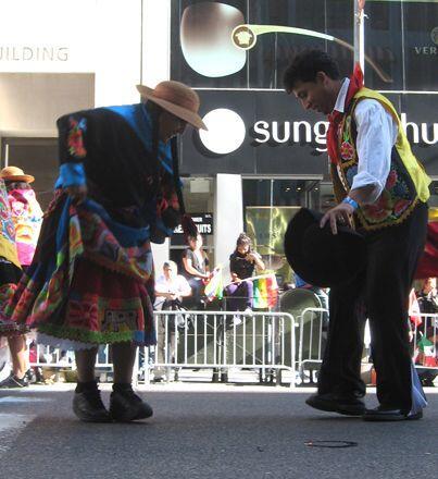 Durante el desfile muchas de las comunidades demostraron sus diferentes...