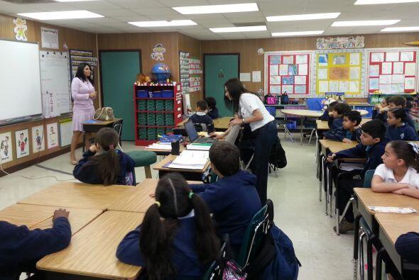 Natalia Cruz acudió a la escuela de su hijo para hablar de su carrera.