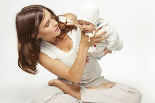 4. Conoces otras madres: El hecho de que te unas a un grupo de yoga te a...