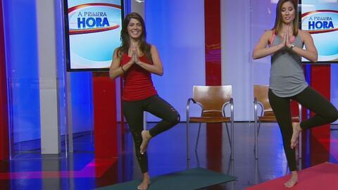 Posiciones de yoga que puede hacer en el trabajo para obtener los benefi...