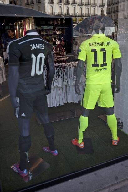También en el mediocampo estará en duelo de las bandas, Neymar e Iniesta...