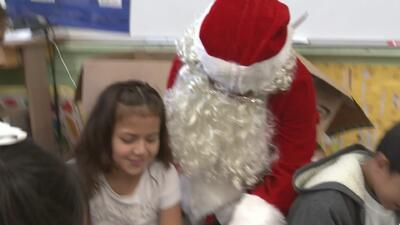 Voluntarios cumplieron los sueños de niños inmigrantes en escuela de San Francisco