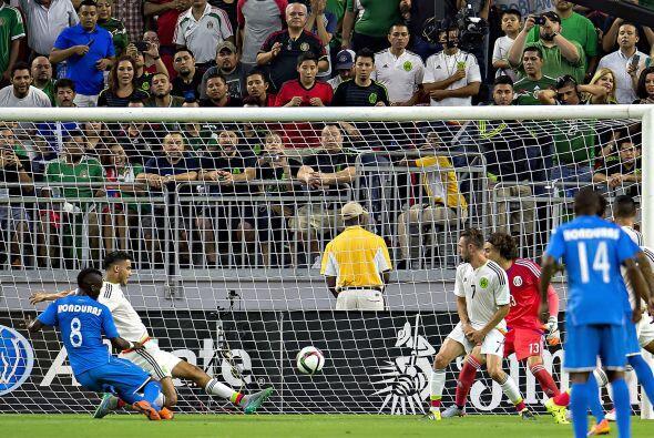 7     Diego Reyes salvó la más peligrosa de Honduras sobre la línea de g...