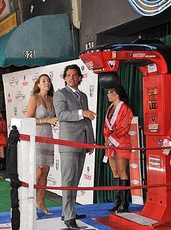 El conductor de los Tecate Premios Deporte llegó muy bien acompañado a l...