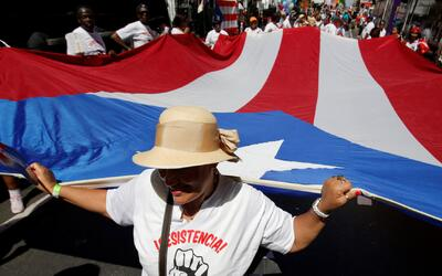 Miles de puertorriqueños disfrutaron del tradicional desfile de su país...