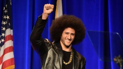 Kaepernick ex quarterback de los 49ers sigue sin equipo pero los reconoc...