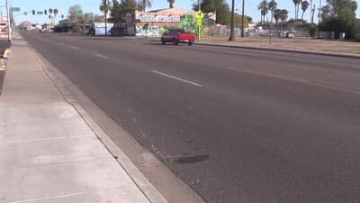 La policía de Phoenix busca a conductor que provocó accidente entre dos motociclistas