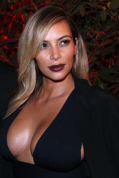 NADIE, Kim es la única que se atrevería a usar esta prenda...