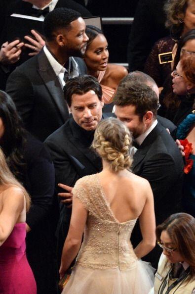 John Travolta se dio vuelo saludando a sus amigos, fueran o no cienciólo...