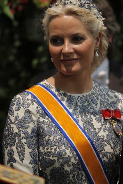 Los diamantes también abundan en la realeza de Noruega. Una de las tiara...