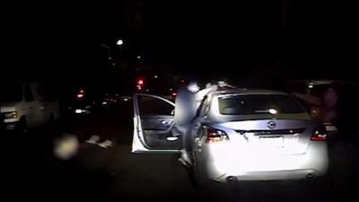 En video: Un sospechoso recibe a tiros a dos policías de Los Ángeles durante una parada de tránsito