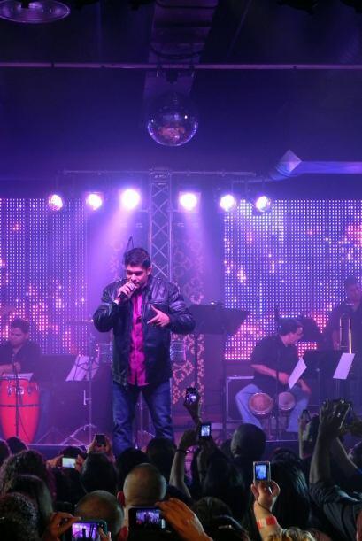 La energía que mantiene Jerry Rivera en el escenario es contagiosa.