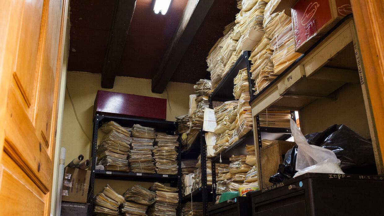 Cientos de expedientes almacenados en la bodega del Instituto de Defensa...