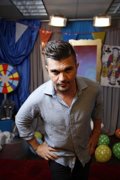 Juanes tiene una de esas miradas que fascinan.