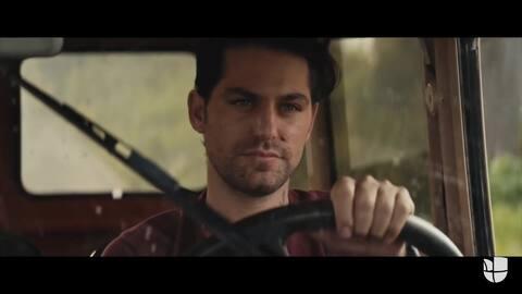 Juanes hace un homenaje a Renato López en su nuevo video musical