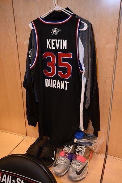 Vestuario deKevin Durant de la Conferencia Oeste All-Stars antes del par...