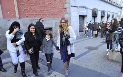 Paulina Rubio llegó de la mano de su hijo mayor, Andrea Nicol&aac...
