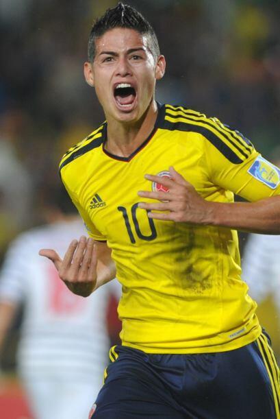 El goleador posó para la revista en su natal Colombia después de su actu...