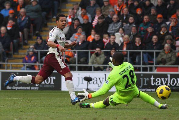 La figura del encuentro fue Kieran Richardson, autor de los dos goles de...