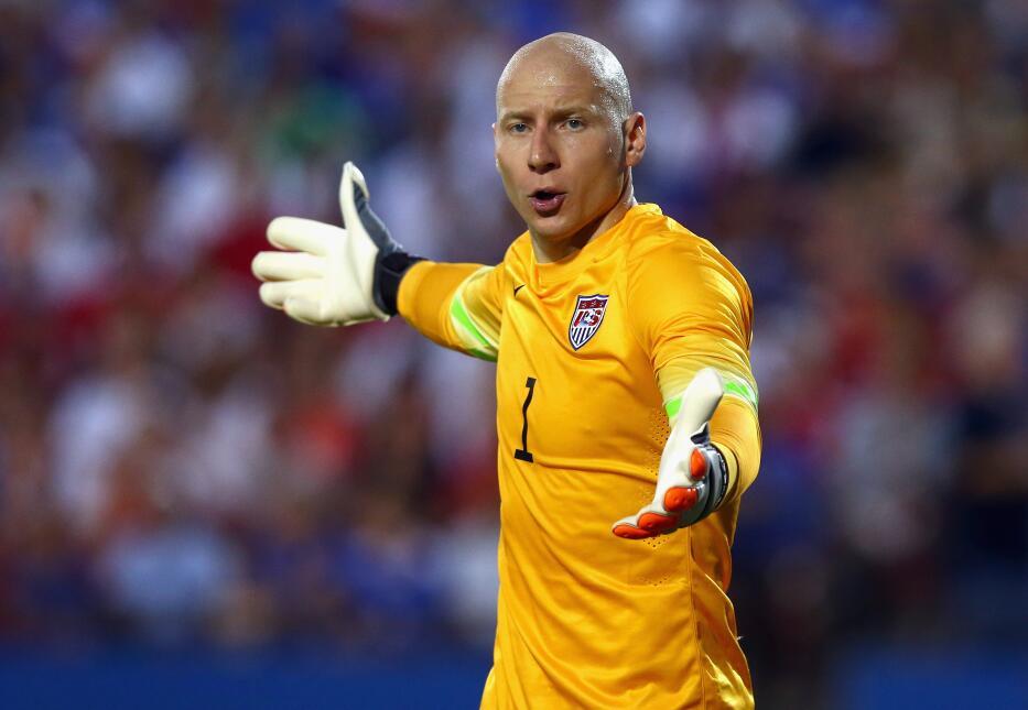 Brad Guzan-El portero de Estados Unidos se vio sorprendido por el juego...
