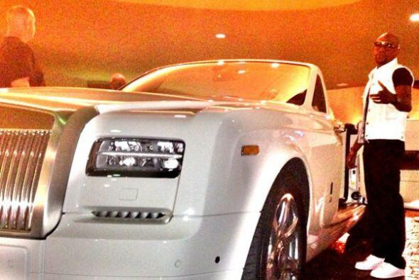 Rolls-Royce Drophead Coupe Motor V12 6.75 Lts. Potencia 453 HP Aceler...