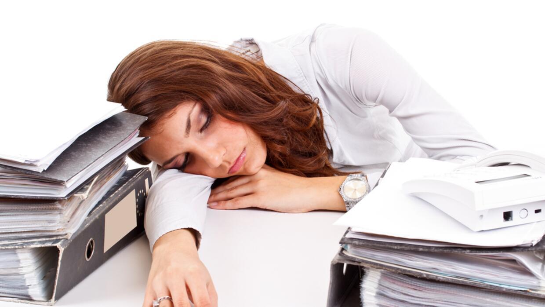 cansado en el trabajo