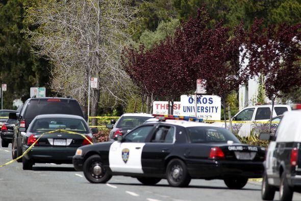 El 2 de abril de 2012  un hombre mató a una conserje y a seis estudiante...